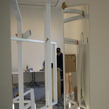<p>Aufbau der Ausstellung von Kai Schiemenz im Kunstraum Seilerstraße, Frühjahr 2012 ©griffelkunst</p>