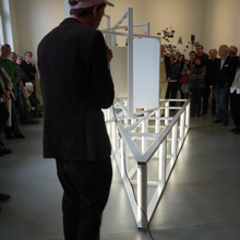 <p>Eröffnung der Ausstellung von Kai Schiemenz im Kunstraum Seilerstraße, Frühjahr 2012 ©griffelkunst</p>