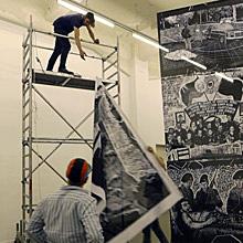 <p>Aufbau der Ausstellung &#8220;Thomas Kilpper – 150 Years of Printmaking&#8221;, 2014</p>